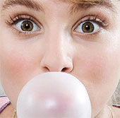 Nhai kẹo cao su có thể gây đau đầu dai dẳng