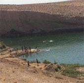 Hồ nước bí ẩn giữa sa mạc