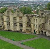 Bóng ma bí ẩn xuất hiện trong lâu đài ở Anh?