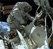 Hai nhà du hành Mỹ sửa chữa ISS