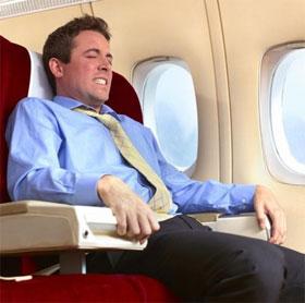 """Vì sao chúng ta thường """"xì hơi"""" nhiều hơn khi đi máy bay?"""