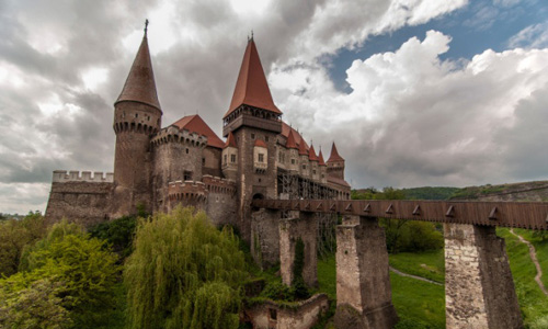 Câu chuyện rùng rợn về lâu đài ma cà rồng ở Transylvania