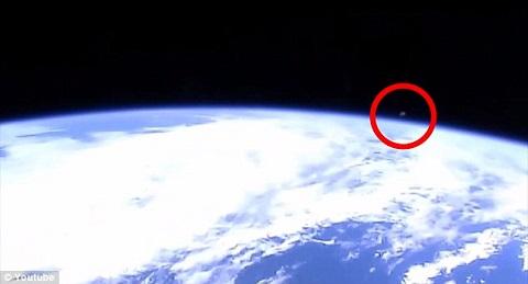 """NASA vô tình """"để lộ"""" video 3 vật thể bí ẩn rời khỏi Trái đất"""