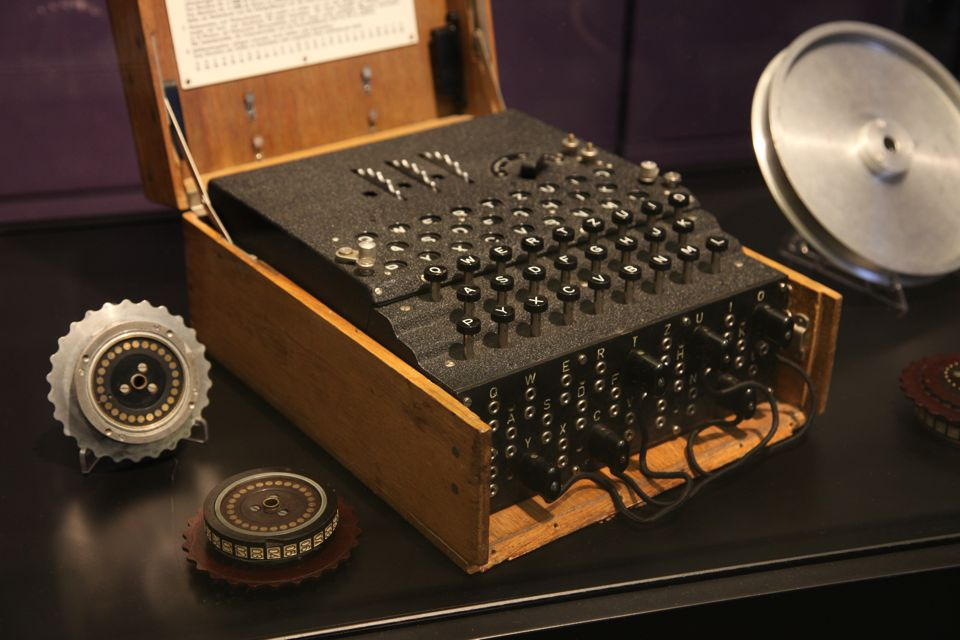 Máy mã hóa Enigma của Đức Quốc Xã đã được bán