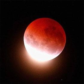 """Hot: Chờ đón hiện tượng """"Siêu trăng máu"""" lần đầu tiên xuất hiện trong 30 năm"""