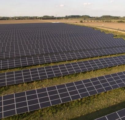 Sản xuất điện gió và điện mặt trời rẻ hơn than đá