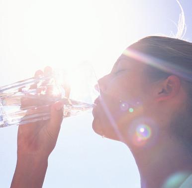 Cách lọc nước ngọt từ nước biển đơn giản, rẻ và không dùng điện