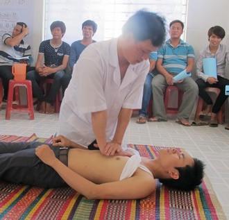 7 bước sơ cứu người bị nạn trên đường