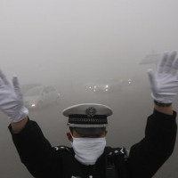 Bắc Kinh lần đầu tiên báo động đỏ về ô nhiễm không khí