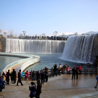 """Cận cảnh thác nước nhân tạo """"khủng"""" nhất Trung Quốc"""