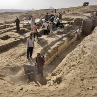 Tìm thấy chiếc thuyền lớn của người Ai Cập cổ đại gần kim tự tháp