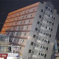 Nhà cửa đổ nát sau động đất ở Đài Loan