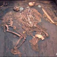 Bí ẩn người đẹp trong mộ cổ nhà vua chất đầy vàng