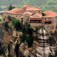 Choáng ngợp với các thị trấn cheo leo trên vách núi