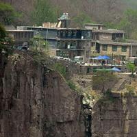 """Khám phá """"ngôi làng nguy hiểm nhất"""" thế giới tại Trung Quốc"""