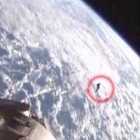 UFO lờn vờn gần Trạm Vũ trụ Quốc tế?