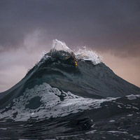 """Khoảnh khắc sóng biển cuộn trào như núi đẹp """"phi thường"""""""