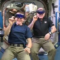 Phi hành gia trạm ISS thử nghiệm kính HoloLens trong không gian