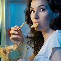 Bạn muốn ăn đêm, ăn gì đỡ hại nhất?