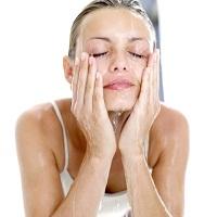 13 thói quen rửa mặt sai lầm khiến da xấu đi nhanh chóng