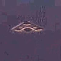 Phát hiện UFO trong ảnh chụp tàu Apollo hạ cánh trên Mặt Trăng
