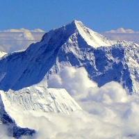 Sức khỏe con người trở thành vô nghĩa trên đỉnh nóc nhà thế giới Everest