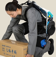 Video: Khung xương robot hỗ trợ công nhân khuân vác hàng hóa