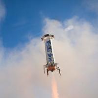 Tên lửa tái sử dụng của ông chủ Amazon lần thứ 3 liên tiếp hạ cánh thành công