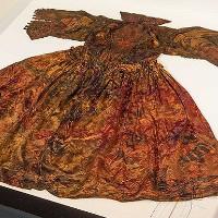 Váy dạ hội hoàng gia vẹn nguyên sau 400 năm dưới đáy biển
