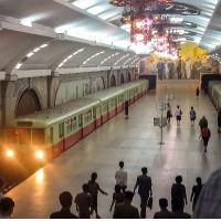 Sững sờ trước hệ thống tàu điện ngầm đồ sộ và hiện đại của Triều Tiên