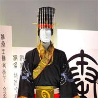 Vì sao vua chúa Trung Hoa đều mặc long bào màu vàng, còn của Tần Thủy Hoàng lại là màu đen?