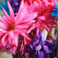 Rửa sạch bình hoa sẽ giúp hoa tươi lâu hơn