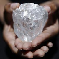 Tìm thấy viên kim cương 3 tỉ năm tuổi lớn nhất thế giới
