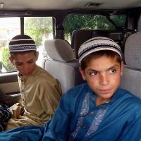 """Kỳ lạ 3 anh em ngày """"sống"""", đêm """"chết"""" ở Pakistan"""