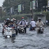 Xe máy bị ngập nước có nên thay dầu không?