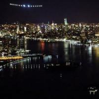 Solar Impulse 2 bay trên bầu trời và hạ cánh New York