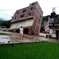 Video: Ngôi nhà bị nước kéo tuột xuống biển trong 10 giây