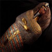 Ai Cập tìm chủ nhân quan tài chứa hộp sọ và 500 lá vàng