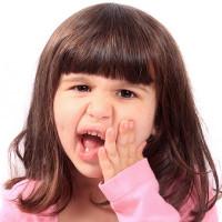Mẹo xử trí khi trẻ bị sốt, đau do mọc răng