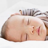 Chai nhựa, ô nhiễm không khí và trang điểm làm giảm IQ của trẻ sơ sinh