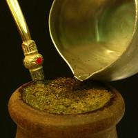 Hiệu ứng vật lý kỳ lạ được khám phá ra từ những cốc trà tầm thường
