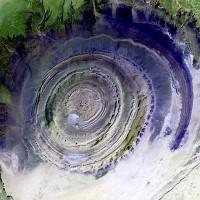 Cấu trúc kỳ lạ trên sa mạc Sahara