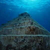 """""""Kim tự tháp"""" lạ dưới biển Nhật Bản"""