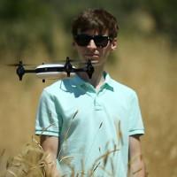 Chàng trai chế tạo drone vừa bay cực nhanh, vừa quay được video 4K