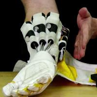 Video: Găng tay do NASA chế tạo giúp bạn có sức mạnh tựa ngàn cân