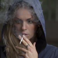 Phụ nữ hút thuốc tăng nguy cơ đột quỵ khi hoạt động mạnh
