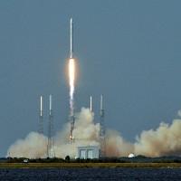 Tên lửa Falcon 9 đưa vệ tinh vào quỹ đạo, trở về Trái Đất an toàn