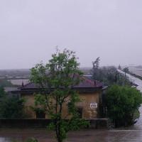 Vào thủ đô Hà Nội, bão suy yếu thành áp thấp nhiệt đới