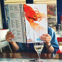 Các mánh khóe móc túi thực khách trong thực đơn nhà hàng mà ít ai hay biết