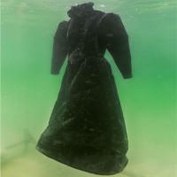 Ngâm một chiếc áo trong Biển Chết suốt 2 năm và cái kết choáng váng